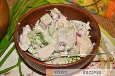 Салата с пиле, калмари и краставица