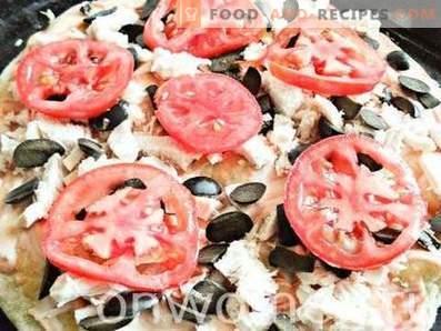 Pizza cu pui și măsline negre