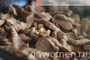 Carne de vită cu carne de vită cu cartofi