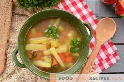 Grönsakssoppa med zucchini