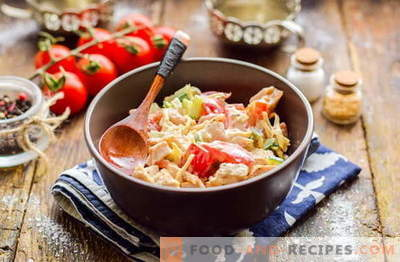 Salată de Malibu cu pui, brânză și legume. Încercați-l cu siguranță!