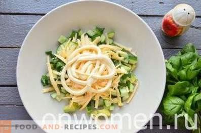 Salată cu avocado și castravete
